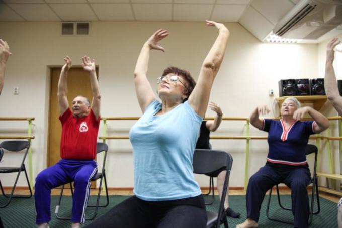 Гимнастика для пожилых людей сидя на стуле