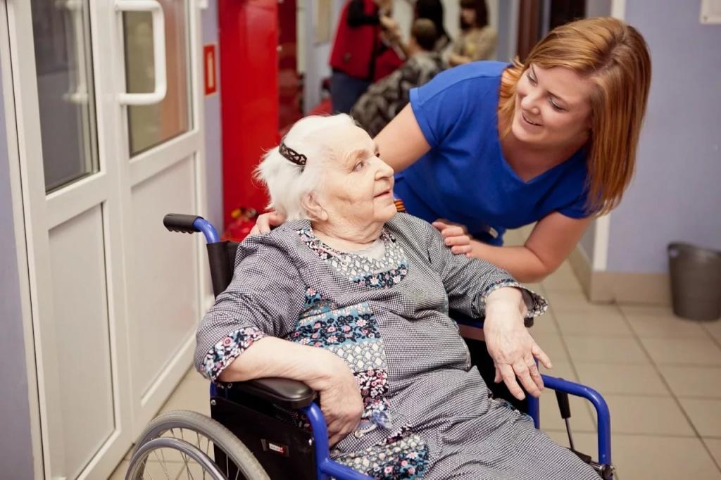 Помощь одиноким пожилым людям